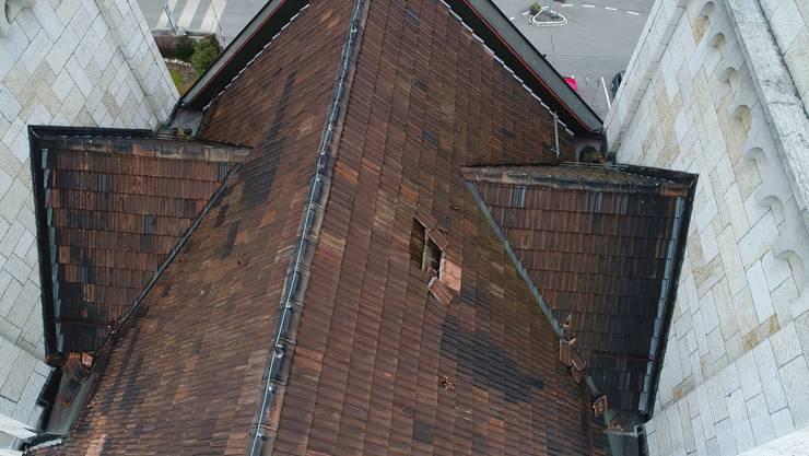 Lecke Stellen zwischen den Kirchtürmen: So präsentiert sich derzeit das Dach der Oltner St.-Martinskirche.