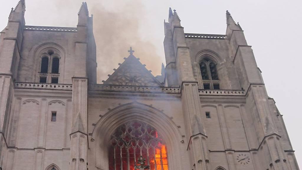 Feuer in Kathedrale – Ermittler vermuten Brandstiftung