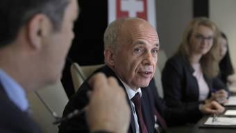 """""""Die Schweiz und Hongkong haben viele Gemeinsamkeiten: Beides sind kleine Länder mit einem starken Finanzplatz"""", sagte Bundesrat Ueli Maurer an einer Medienkonferenz in Hongkong."""