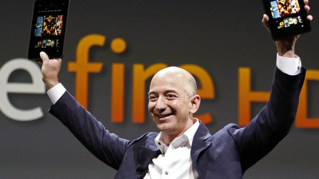 Hat gut lachen: Amazon-Chef Jeff Bezos kann sich erneut über einen rekordhohen Quartalsgewinn freuen. (Archivbild)