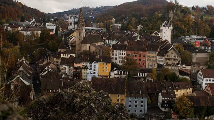 Über den Dächern Badens thront der Schartenfels: Ein wichtiger Ort für Flora und Fauna der Region.