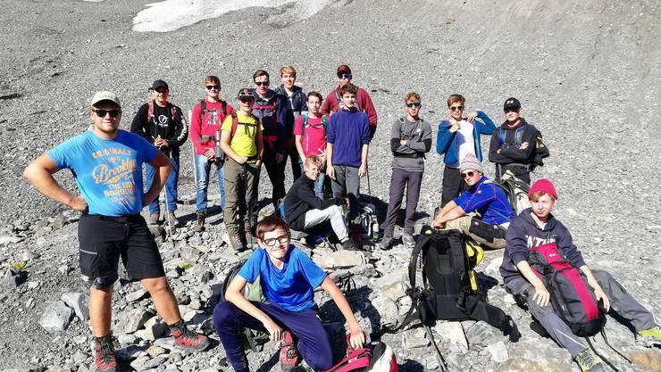 Jungturner auf dem Lötschegletscher
