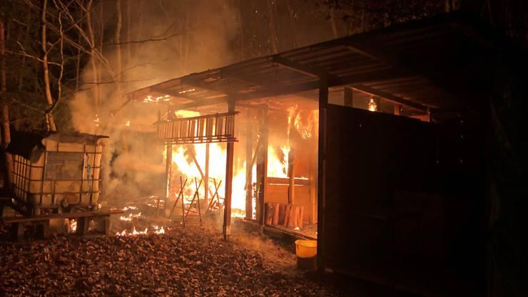 Hausen AG, 20. Januar: Zwei Holzschuppen geraten in Brand, die Polizei schliesst Brandstiftung nicht aus.