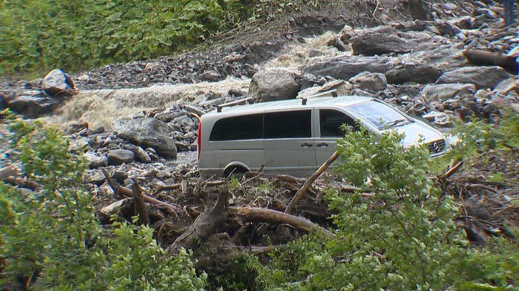 Autos verschüttet: Schlammlawine bei St. Martin (SG) niedergegangen