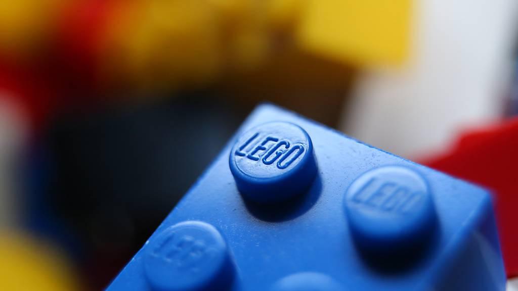 Die Corona-Krise beflügelt den Spielzeughersteller Lego. Zum ersten Mal seit 2017 erreichte das dänische Unternehmen im vergangenen Jahr wieder ein zweistelliges Umsatzwachstum. (Archivbild)