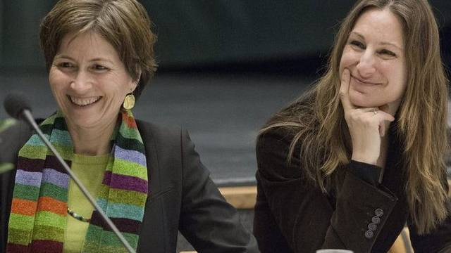 Die Co-Präsidentinnen der Grünen, Regula Rytz (l.) und Adèle Thorens, an der DV in Grenchen