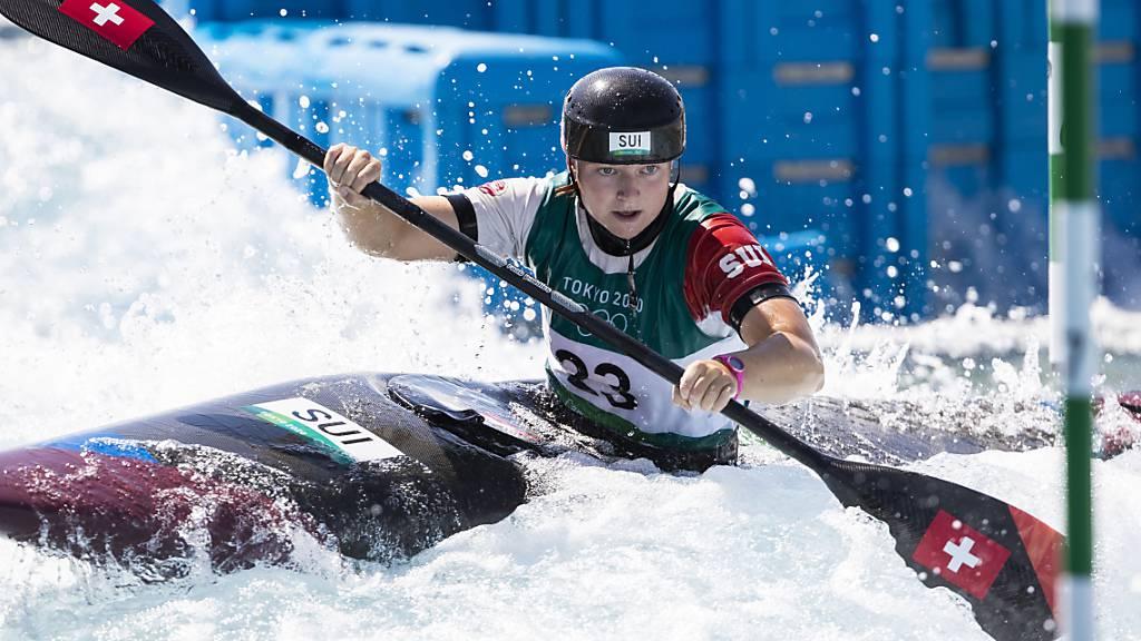 Naemi Brändle bewegt sich im Halbfinal schon einiges sicherer durch den Wildwasserpark in Kasai, bleibt im Halbfinal aber dennoch hängen