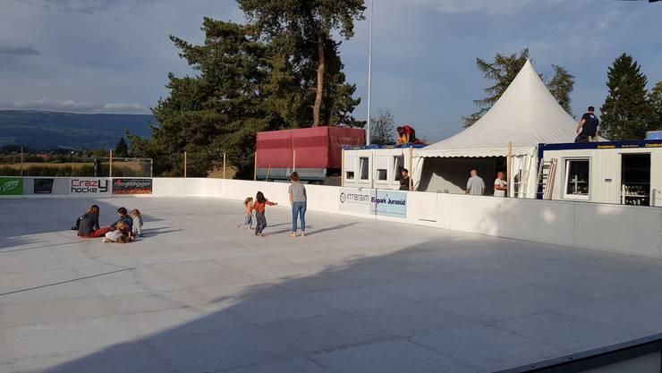 Der Eispark wird aufgebaut.