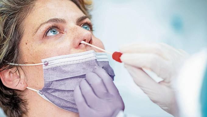 Ist nicht immer gratis, ist nicht immer sofort sinnvoll: Corona-Test bei der Ärztin.