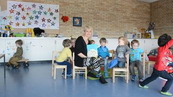 Findet sie eine neue Bleibe? Monika Stampfli mit Kindern ihrer Spielgruppe im bisherigen Raum im Zwinglihaus.
