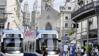 Zwei Trams auf dem Zürcher Paradeplatz (Symbolbild)