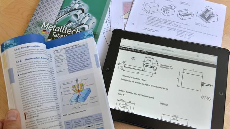 Immer mehr Schüler nutzen Tablets im Unterricht (Symbolbild)