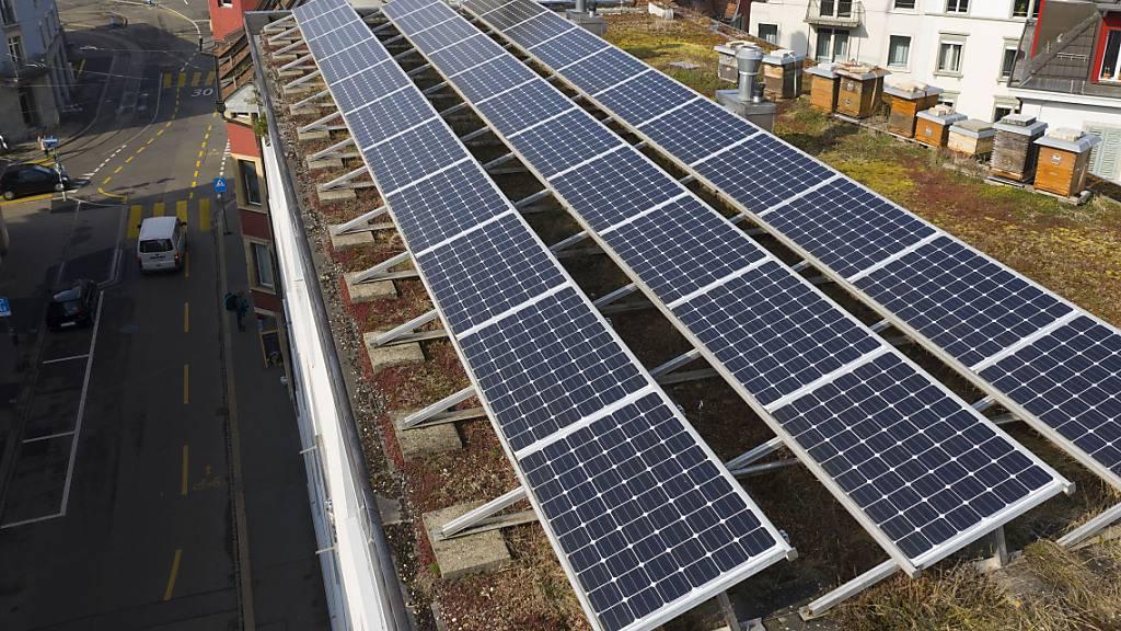 In der Schweiz wurden im vergangenen Jahr so viele Photovoltaik-Anlagen aufgestellt wie nie zuvor. (Archivbild)