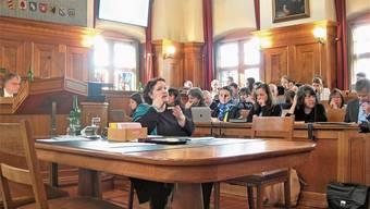 Gebärdensprache im Kantonsrat ist noch die Ausnahme, soll aber künftig in der Zürcher Politik öfter vorkommen.