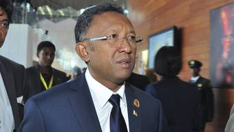 Madagaskars Präsident Hery Rajaonarimampianina soll nach dem Willen des Verfassungsgerichts mit der Opposition eine Einheitsregierung bilden. Sonst droht dem Land der Einsatz der Armee. (Archiv)
