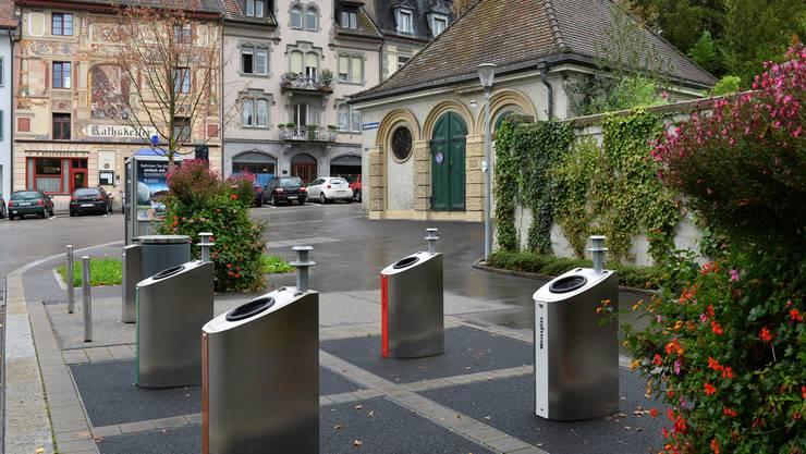 Unterflursammelstelle auf dem Klosterplatz, eine von zwei städtischen Einrichtungen dieser Art.