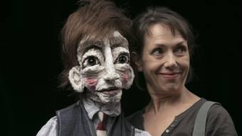 Die Dietiker Schauspielerin und Regisseurin Delia Dahinden begann 2012 damit, erste Puppen zu bauen.