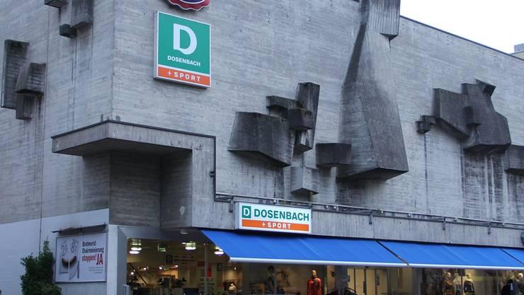 Wie hiess dieses Gebäude früher? Wer es unter dem Namen «Regina» kennt, darf sich laut Facebook als Dietiker bezeichnen.
