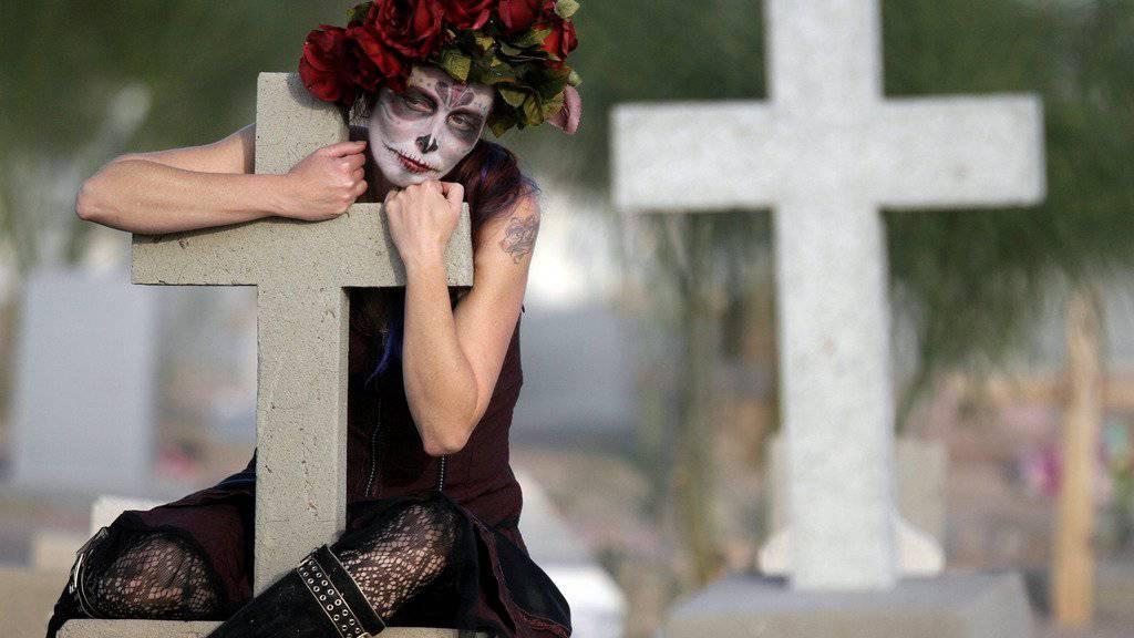So feiert man den «Día de los Muertos». (KEYSTONE/AP Photo/The El Paso Times, Mark Lambie)