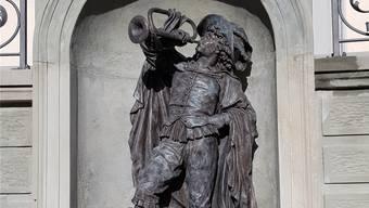Die neue Trompeterstatue steht beim Schloss Schönau.