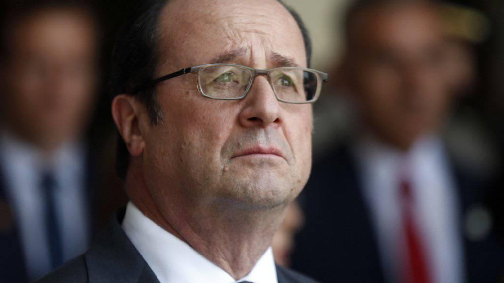 Premierminister Hollande: er hatte es lange nicht geschafft, den Negativtrend am Arbeitsmarkt umzukehren. Stattdessen stieg die Arbeitslosenzahl bis Anfang 2016 auf neue Höchststände. (Archiv)