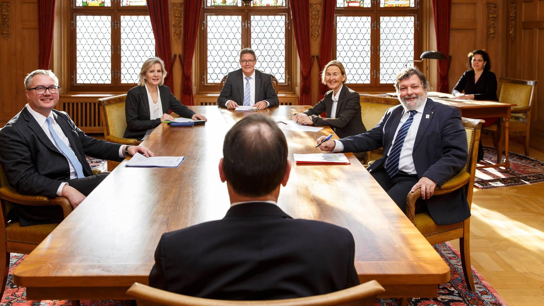 Die Regierungsräte Remo Ankli (ganz links) und Roland Heim (ganz rechts) befinden sich aktuell in Quarantäne.