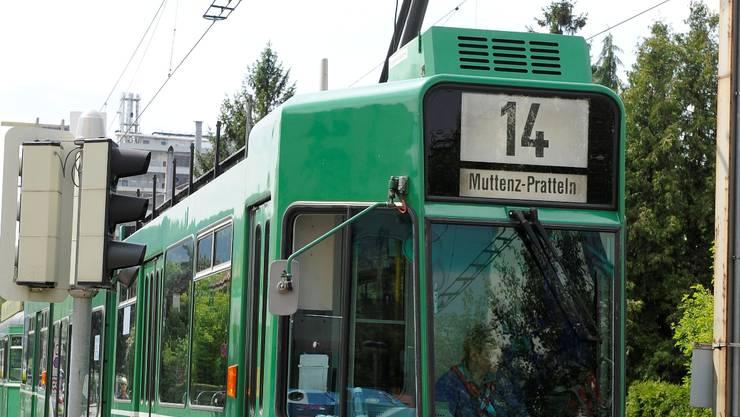 Das Tram der Linie 14 in Pratteln