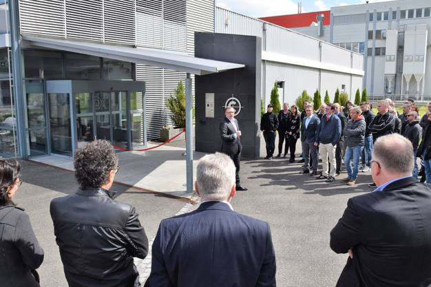 Die Firma Christinger AG verlegt den Sitz nach Brugg und nimmt den Betrieb auf im Wildischachen.Geschäftsleitungs- und Verwaltungsratsmitglied Hans-Jörg Aerni begrüsst die Gäste.
