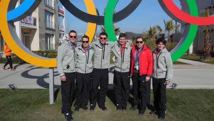 Mittelmeer-Feeling der Männer-Curling-Olympia-Mannschaft mit Robert Hürlimann (3.v.r.) in Sotschi 2014. zvg