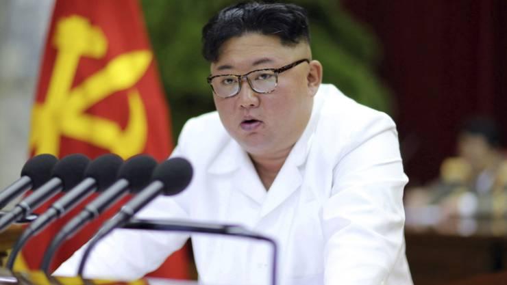 Nordkoreas Machthaber Kim Jong Un spricht auf einem Treffen der Arbeiterpartei am Sonntag in der Hauptstadt Pjöngjang.