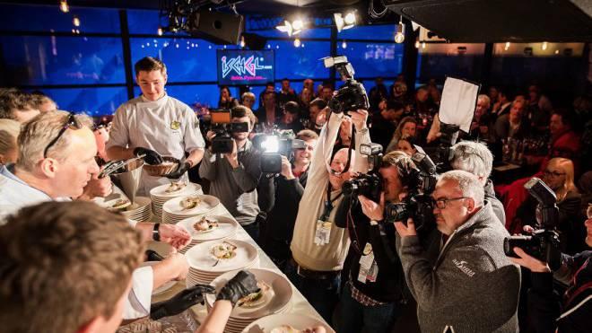 Die Kreationen von Martin Sieberer, Tirols konstant höchstdekorierter Koch, im Blitzlichtgewitter.