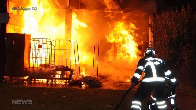 Mehrfamilienhaus brennt in Zuchwil