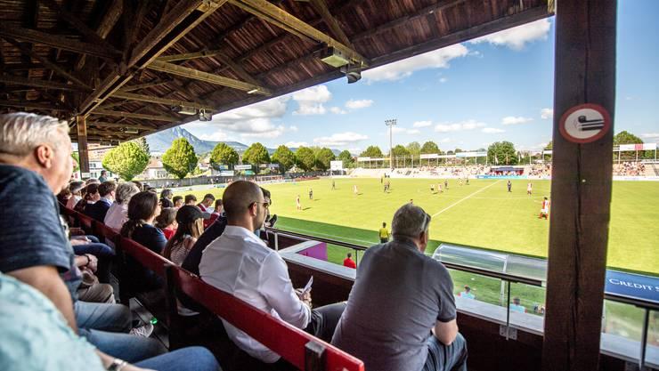 Auf der Haupttribüne des FCS-Stadions herrscht Maskenpflicht; auf den Stehrampen dagegen gibt es keine Einschränkungen für die Fans.