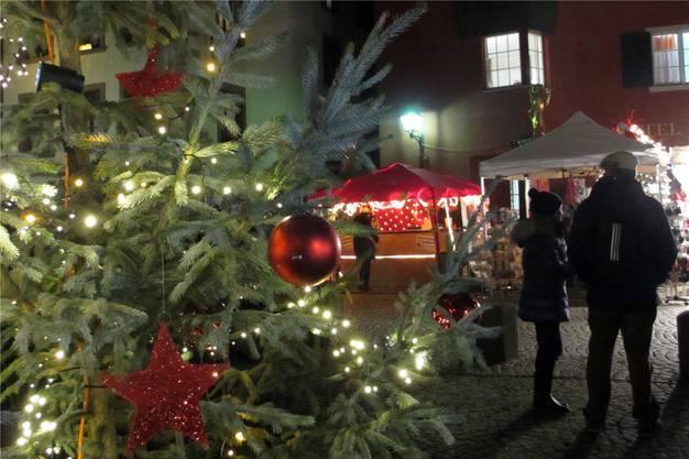 Geschmückte Weihnachtsbäume sorgten für eine besondere Atmosphäre.