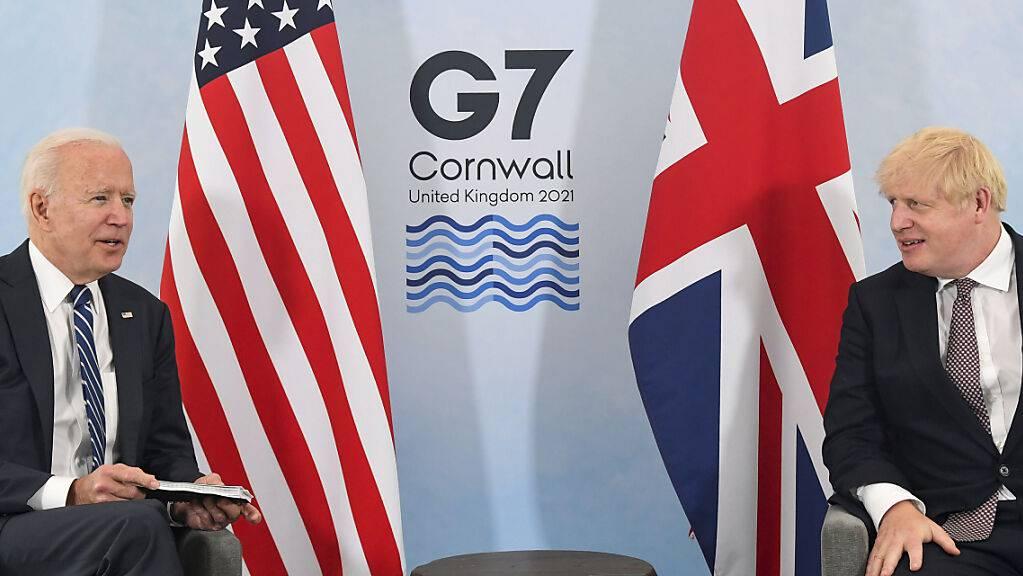 Boris Johnson (rechts), Premierminister von Grossbritannien, und Joe Biden, Präsident der USA, während eines gemeinsamen Treffens vor dem G7-Gipfel.