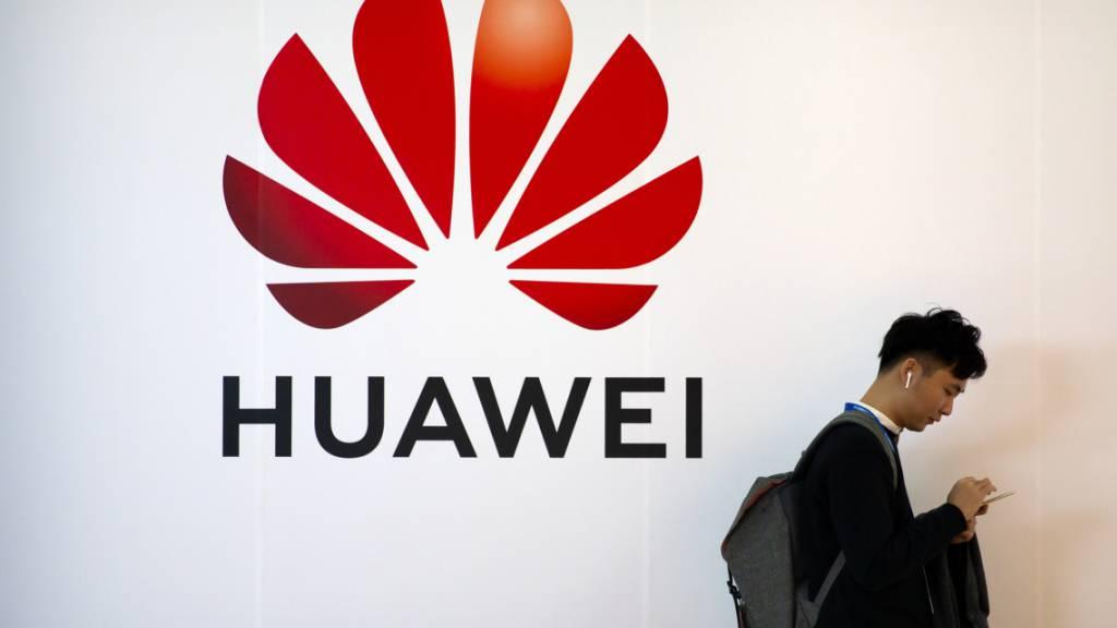 Der umstrittene chinesische Hightech-Gigant Huawei hat im vergangenen Jahr ungeachtet der US-Handelssanktionen mehr Umsatz und Gewinn eingefahren. (Archiv)