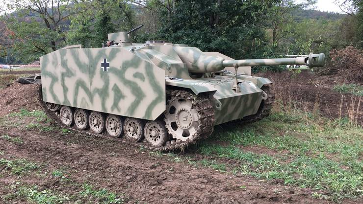 """Der Schwerpunkt des Panzerweekends: Das deutsche Sturmgeschütz IIIG """"Tannenberg"""" aus dem Jahr 1944. Es dauerte sechs Jahre, das Fahrzeug innen und aussen originalgetreu zu restaurieren."""
