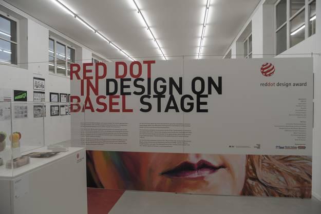 Der Eingangsbereich der Ausstellung in der Basler Schule für Gestaltung auf der Lyss.