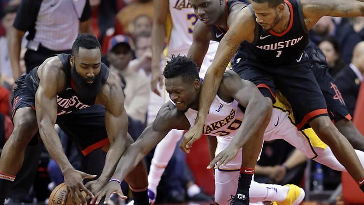 Lieferten sich zum Jahresende einen spektakulären Schlagabtausch: die Houston Rockets (in schwarz) und die Los Angeles Lakers
