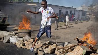 Barrikaden in Bujumbura zeugen von den Spannungen