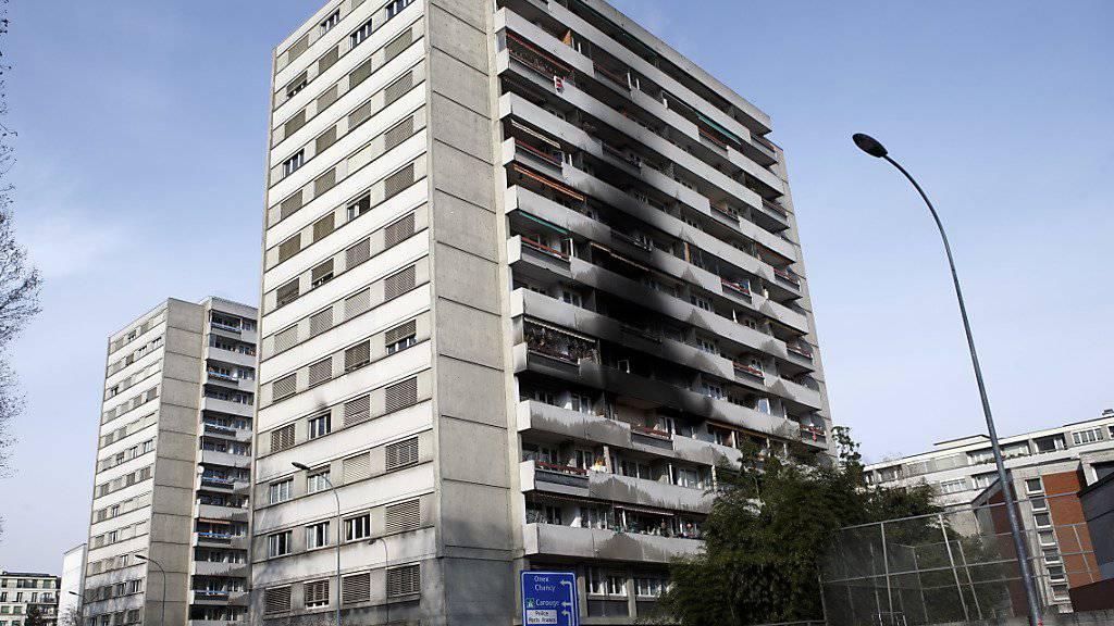 Nach dem Brand in einem Wohnblock in der Stadt Genf ist eine 82-jährige Frau ihren schweren Verletzungen erlegen.