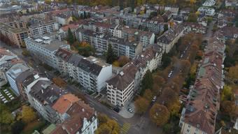Diese Baulücke an der Ecke Delsbergerallee/Dornacherstrasse soll «gefüllt» werden. Samuel Hufschmid