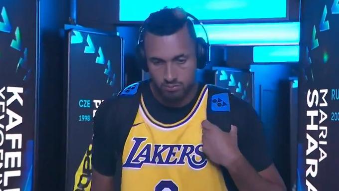 Emotionaler Auftritt: Kyrgios erscheint mit einem Jersey von Kobe Bryant auf dem Court.
