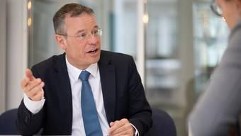 Kantonschemiker Martin Kohler ist für die Lebensmittelkontrolle zuständig. 3000 Betriebe unterstehen dieser Kontrolle – 6 Fachleute führen Kontrollen durch.