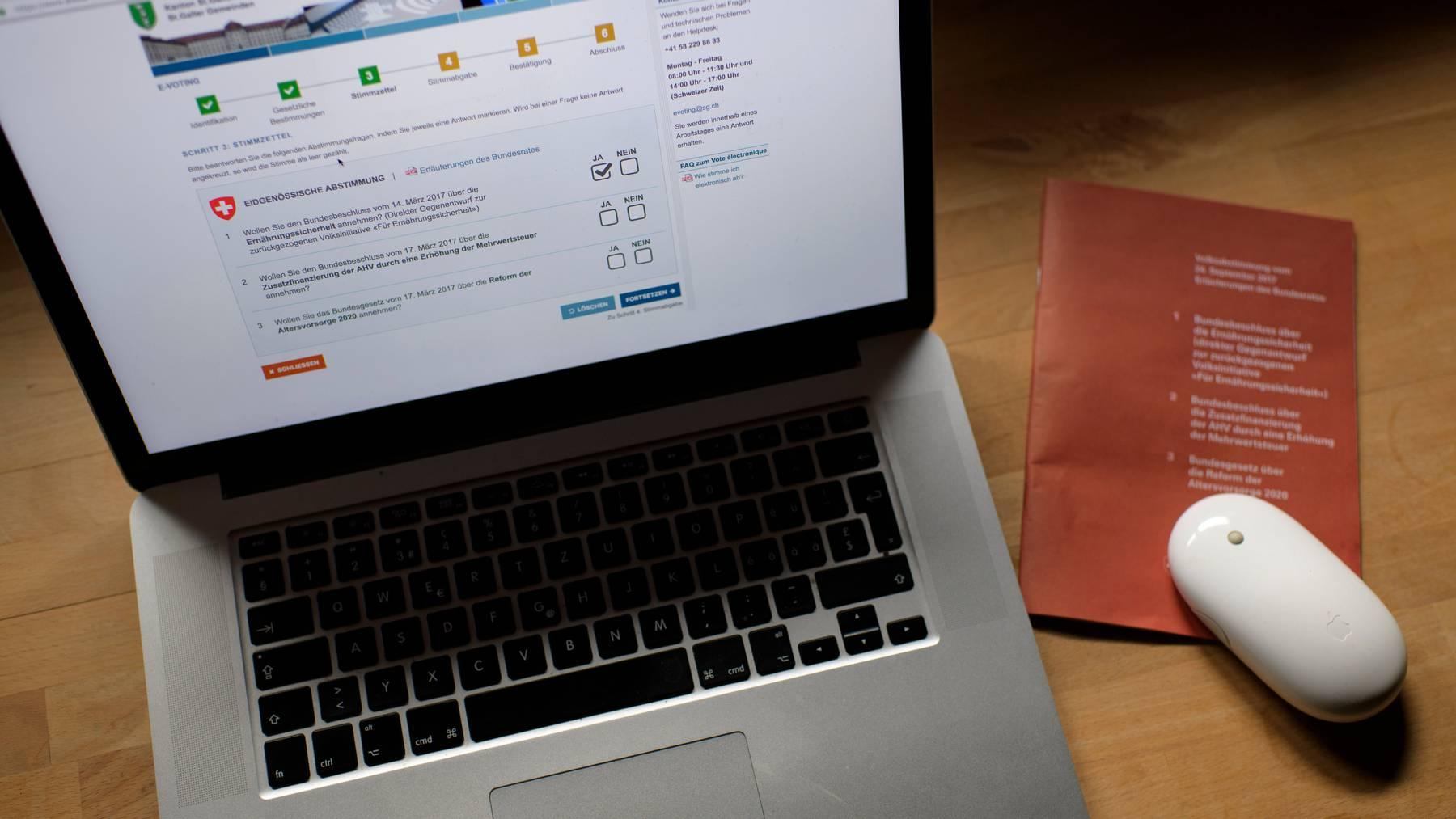 Im Austausch mit IT-Experten will die Post ein sicheres E-Voting-System entwickeln.