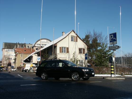 Das künftige Bezirksgebäude ist ausgesteckt (Aufnahme vom Februar 2004 von Jürg Krebs