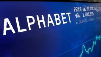Freude bei den Anlegern: Der Aktienkurs der Google-Mutter Alphabet stieg nach guten Quartalszahlen kräftig an.