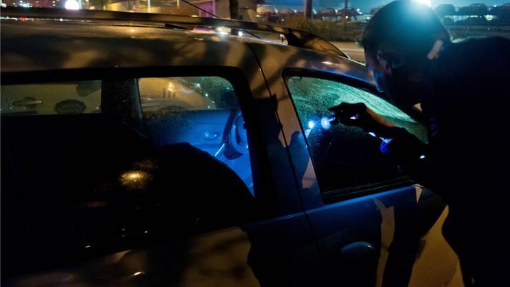 Auf der A2 wurden in der Nacht auf Dienstag 751 Fahrzeuge kontrolliert. (Symbolbild/Archiv)