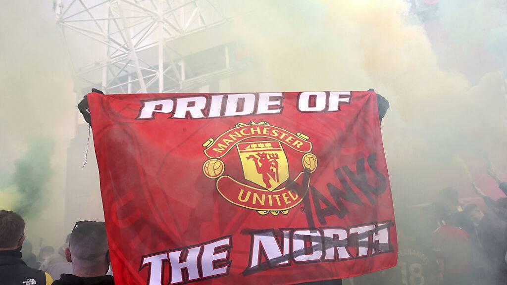 Fans von Manchester United drücken ihre Unzufriedenheit über die Klubführung aus