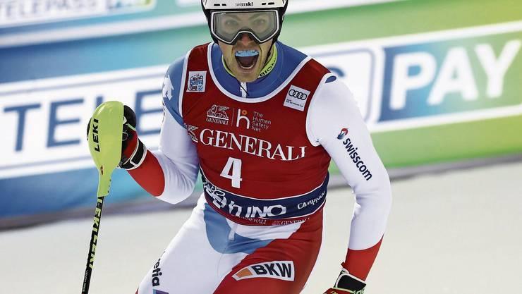 Daniel Yule freut sich im Ziel über seinen Triumph.